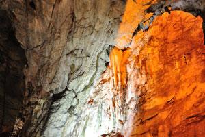 Эти сталактиты занимают многие годы для формирования
