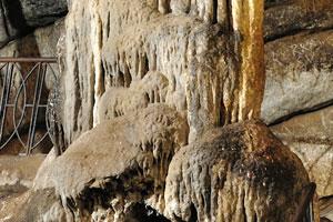 Сталактит слился со своим сталагмитом