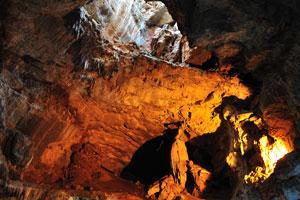 Потолок пещер вокруг верхнего отверстия