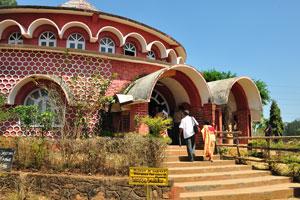 Музей обитания, открыт с 8 утра до 8 вечера