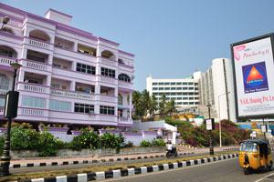 Пляжная резиденция Радха находится возле мультиплекса «Пляж Варун»