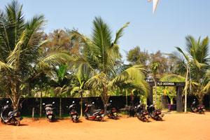 H2O Агонда: парковка мотоциклов возле входа