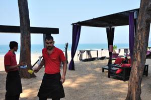 H2O Агонда: официанты на пляжном ресторане