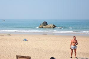 Человек на пляже Агонда
