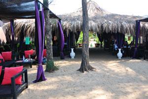 H2O Агонда: крыша ресторана покрыта пальмовыми ветвями