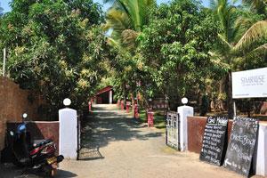 Симроуз: гриль и морепродукты, салатный бар, лаунж-бар, доступны номера и пляжные хижины