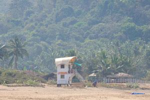 Домик спасателей на пляже Агонда