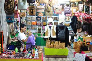Продавец сувениров