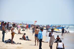 Пляж Бага полон людей