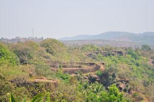 Стены форта, которые не были поглощены временем