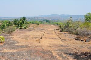 Дорога спускается к выходу из форта