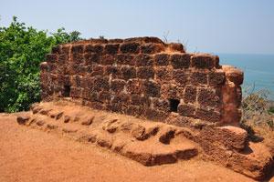 Древняя стена была хорошим защитным сооружением