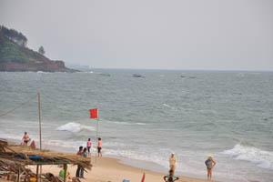 Красный флаг запрещает купаться в этом месте