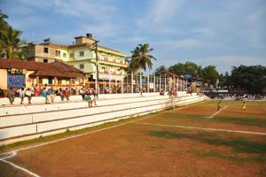 Фитнес-центр Радж находится напротив футбольного стадиона