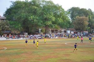 В этом футбольном матче принимают участие гоанские команды