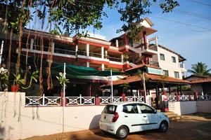 Бар и ресторан Восходящая волна находится рядом с футбольным стадионом Др. Густаво Монтейро