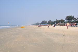 Пляж Кавелоссим длинный и гладкий, как взлётно-посадочная полоса