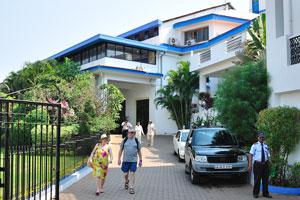 Вход в отель Хатхи Махал