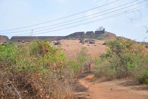 Вид на форт с дороги