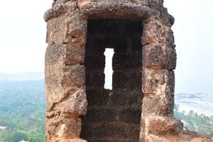 Амбразура в башне форта