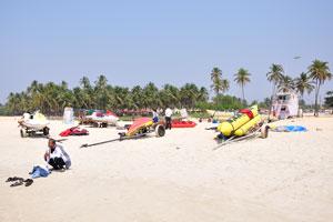 Банан-лодка на пляже