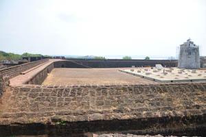 Двор форта