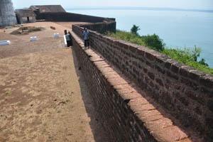 Стена с видом на море