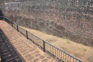 Путь вдоль средневекового рва