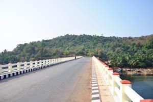 Мост от пляжа Арамболь в форт