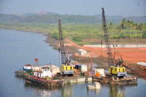 Морские краны для строительства моста