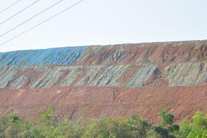 Искусственные холмы синего цвета