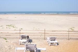 Пляж Мандрем широкий и открытый