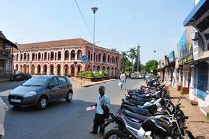 Городская площадь Маргао: южный вид здания городского совета