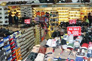 Магазин обуви: продажа от 500 рупий до 1000 рупий за каждую пару обуви