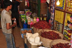Ещё один крытый павильон после рыбного рынка: красный перец