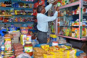 Рынок возле автовокзала Кадамба: небольшой продуктовый ларёк
