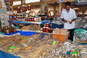 Рынок возле автовокзала Кадамба: сушёные креветки очень вкусные и дешевые