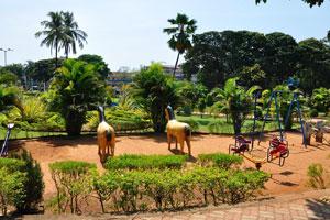 Городской сад Маргао: игрушечные лошади и небольшие качели