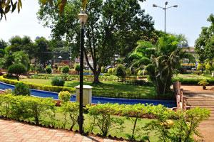 Искусственный водоканал располагается по периметру городского сада Маргао