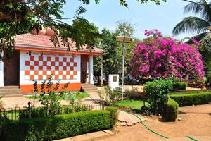 Городской сад Маргао: комплекс туалеты Сулабх. Женский и мужской