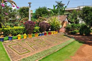 Городской сад Маргао: слово «сад» выстлано травой
