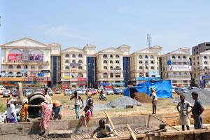 Возле автовокзала Кадамба идут строительные работы