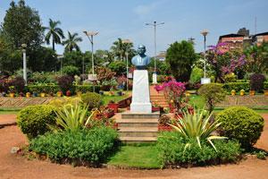 Городской сад Маргао: Луис де Менезес Браганса (1878-1938)