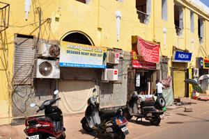 Новый рынок: жёлтое здание крытого рынка