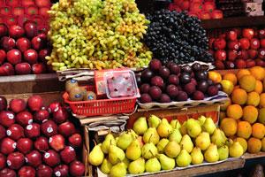 Новый рынок: груши, сливы, гранаты, кремовые яблоки и манго