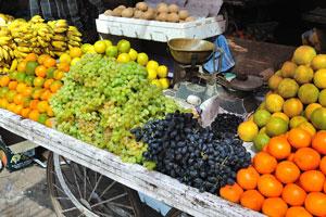 Новый рынок: арбузы, бананы, чику, виноград и апельсины