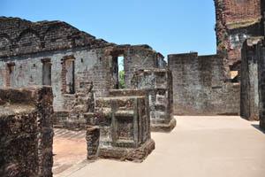 Руины комплекса св. Августина, чистота внутри