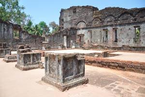 Руины комплекса св. Августина, красные кирпичи