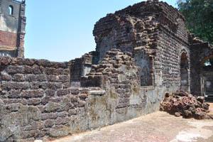 Руины комплекса св. Августина, толстая стена