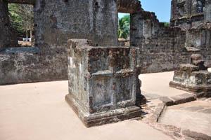 Руины комплекса св. Августина, гладкое напольное покрытие
